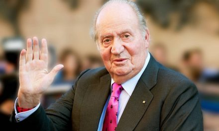 Juan Carlos I, el rey que salvó y luego hundió su reinado