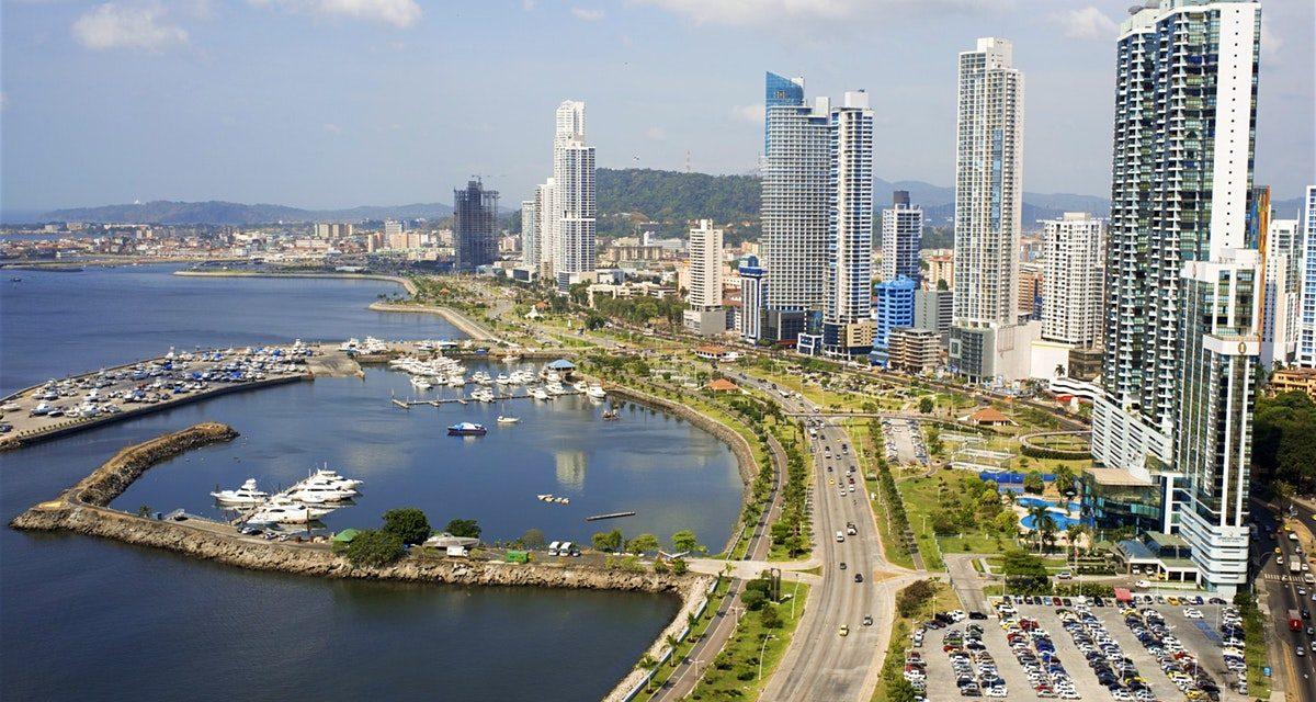 Livero desembarca en Panamá