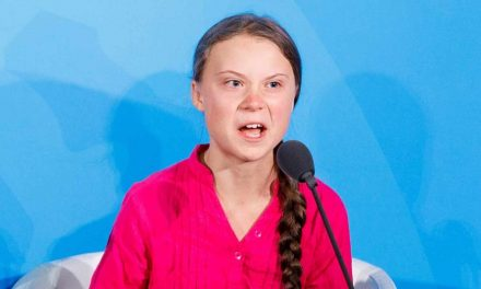 La farsa de Greta Thunberg es financiada por la energía renovable