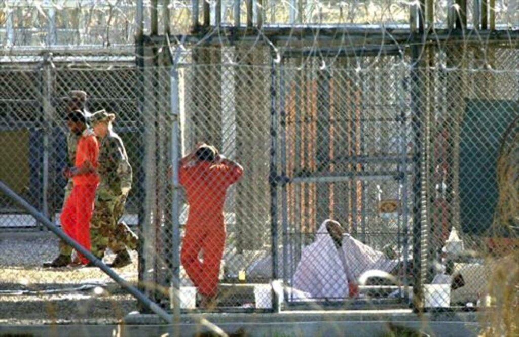 La salida de los presos de Guantánamo