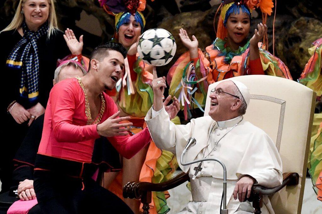 Como buen argentino, al Papa le gusta el fútbol