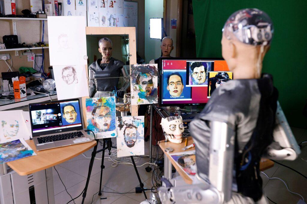 Sophia el robot que crea obras de arte y las vende como NFT
