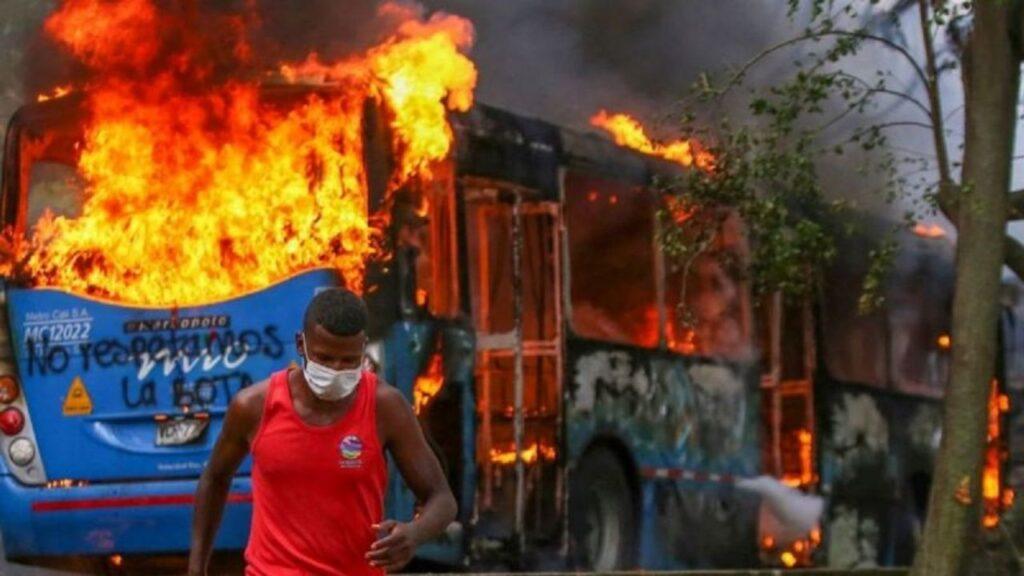 Protestas en Colombia por reforma tributaria deja al menos 7 muertos